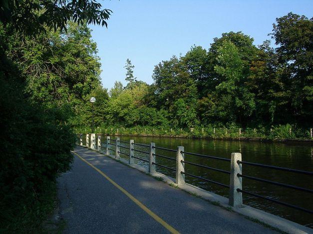 1024px-Canal_Rideau.jpg
