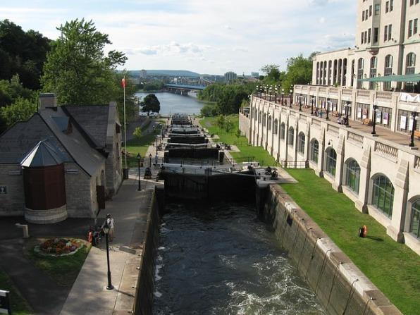 rideau-canal-322819_640.jpg