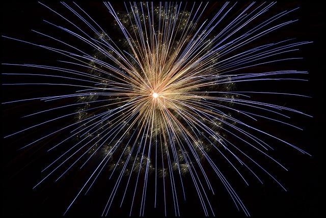 fireworks-102971_640.jpg